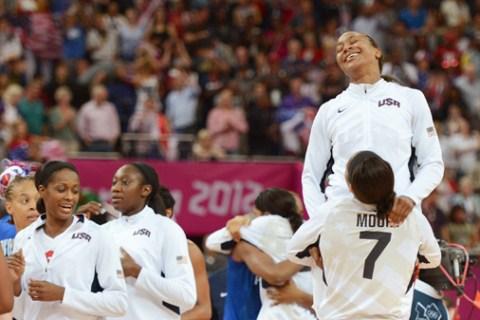 US players celebrate winning 86-50 again